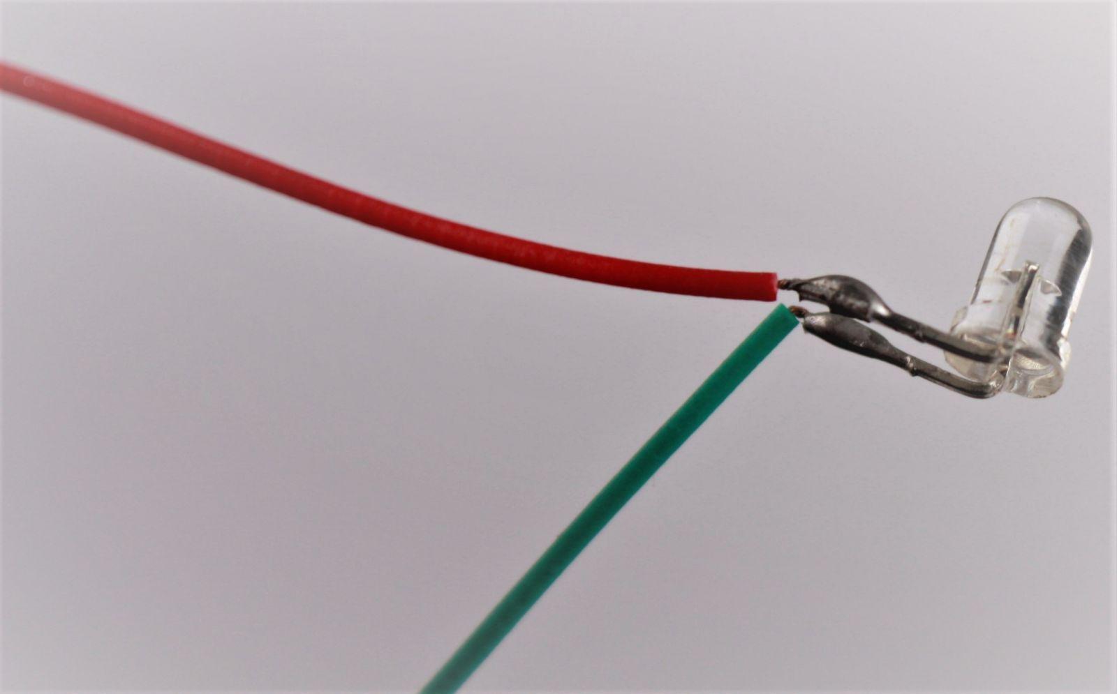 dron-led-dioda